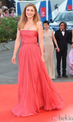 El vestido de inspiración griega de Julie Gayet