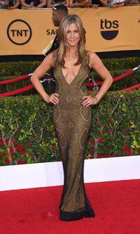 El vertiginoso escote de Jennifer Aniston