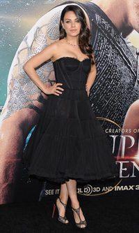 El corsé postparto Dolce & Gabbana de Mila Kunis