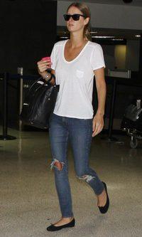 Nicky Hilton viaja con lo básico
