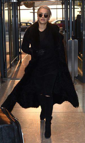 Rita Ora, la mujer de negro