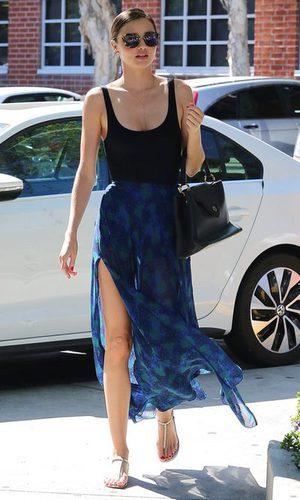 Miranda Kerr y la raja de su falda