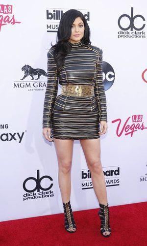 Kylie Jenner, una chica Balmain metalizada