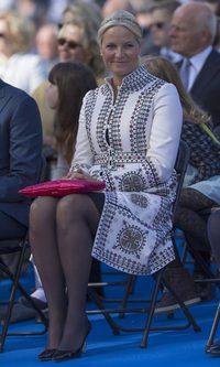 La Princesa Mette-Marit apuesta por Valentino