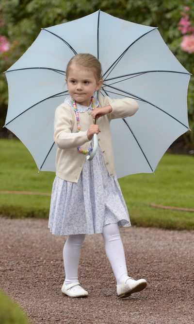 Estela de Suecia, la princesa del paraguas