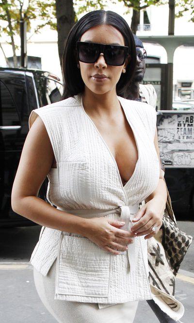 El escotazo premamá de Kim Kardashian