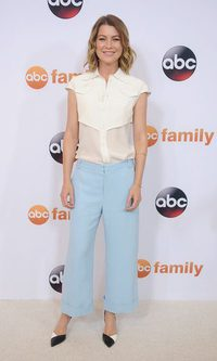 Ellen Pompeo no acierta con el pantalón palazzo