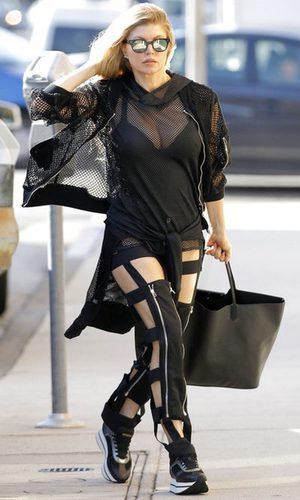 Fergie, imposible con su excéntrico look sporty
