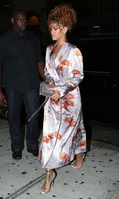 Rihanna sorprende al estilo japonés