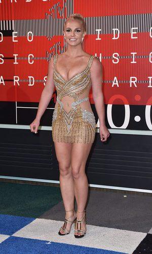 Britney Spears luce pechos con su minivestido