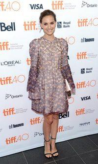 Natalie Portman se pone barroca