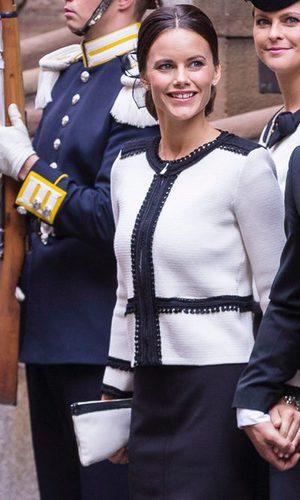 Sofia Hellqvist, tradicional elegancia en blanco y negro