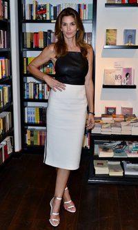 Cindy Crawford, una mujer uniformada