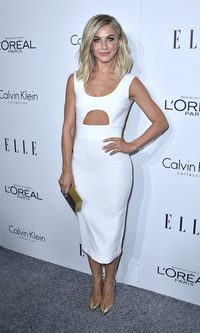 Julianne Hough reluce con su midi blanco