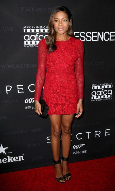 Naomie Harris, la chica Bond de rojo