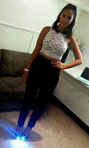 Leona Lewis y sus zapatos con luz