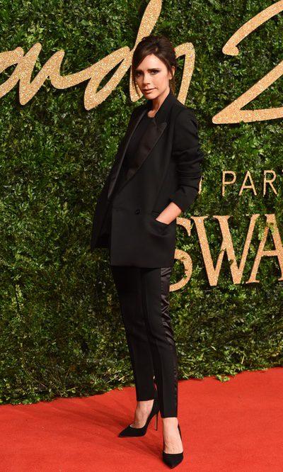 Victoria Beckham, estilosa con su look total black