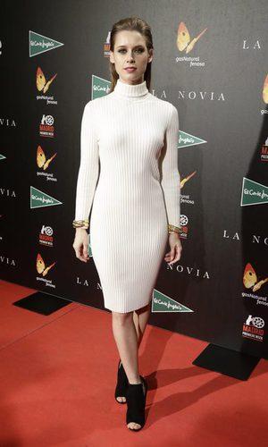 Manuela Vellés desacertada con su vestido jersey