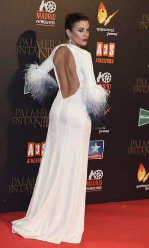 Adriana Ugarte deslumbra con su escotado vestido