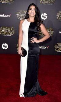 Gina Rodriguez, muy clásica con su 'black and white'
