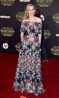 Elizabeth Banks brilla con su vestido floral