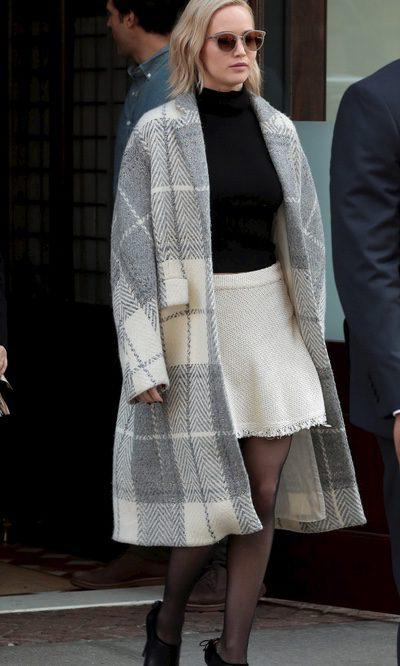 Jennifer Lawrence se protege del frío