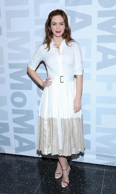 Emily Blunt, clásica con su falda de tablas