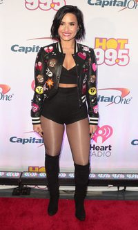Demi Lovato apuesta por un print animado