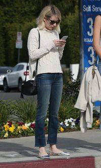 Emma Roberts y sus desacertadas manoletinas