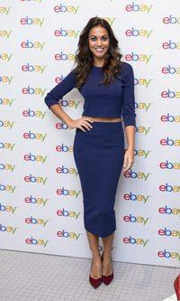 Lara Álvarez presume de tipazo con su conjunto azul