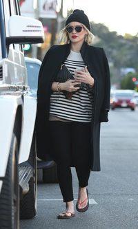 Hilary Duff desentona con sus chanclas veraniegas
