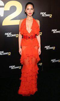 Olivia Munn, una flamenca muy escotada