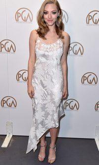 Amanda Seyfried, desafortunada con su vestido satén