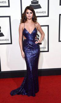 Selena Gomez deslumbra con su glitter azul