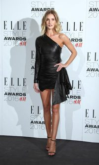 Rosie Huntington-Whiteley, espectacular con su LBD