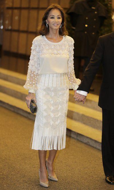 Isabel Preysler, blanca y radiante va la novia