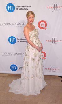 Nicky Hilton y su embarazo floreado