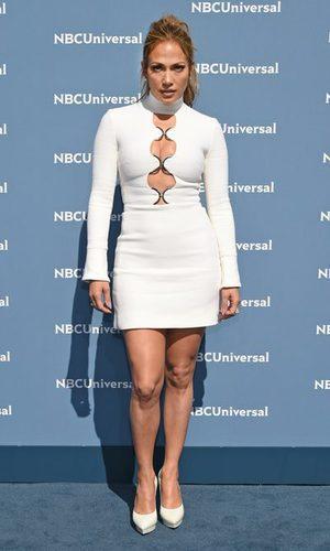 JLo se empeña en ponerse 2 tallas menos de vestido