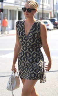 María Sharapova sale adelante con estilo