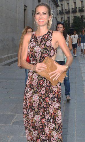 Kira Miró entre flores y bronceados
