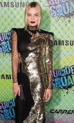 Margot Robbie, espectacular de dorado y encaje