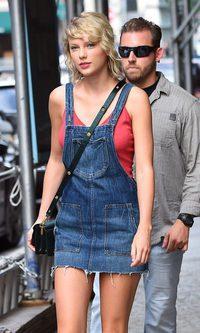 Taylor Swift, look casual y denim