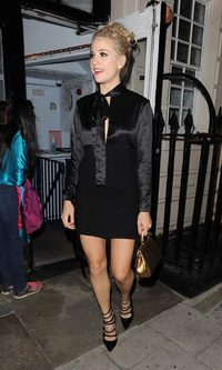 Pixie Lott, look chic sofisticado