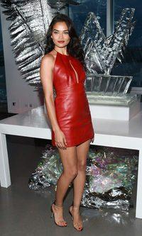 Shanina Shaik con un look rojo deslumbrante