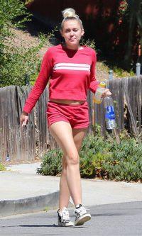 Miley Cyrus en chándal para su look casual