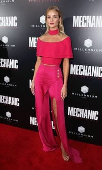 Rosie Huntington-Whiteley enamora con un look sexy y rompedor