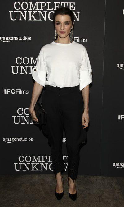 Rachel Weisz, look blanco y negro