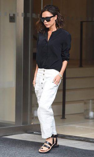 Victoria Beckham, look sencillo para trabajar