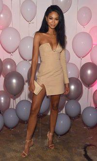 Chanel Iman, asimetría nude