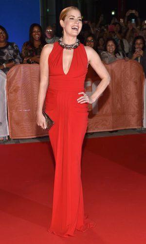 Amy Adams apuesta por el rojo